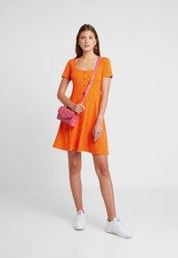 Envii - WIMBLEY DRESS - Jerseyjurk - orange - 1