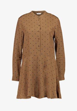 ENBASSWOOD DRESS - Skjortklänning - toffee