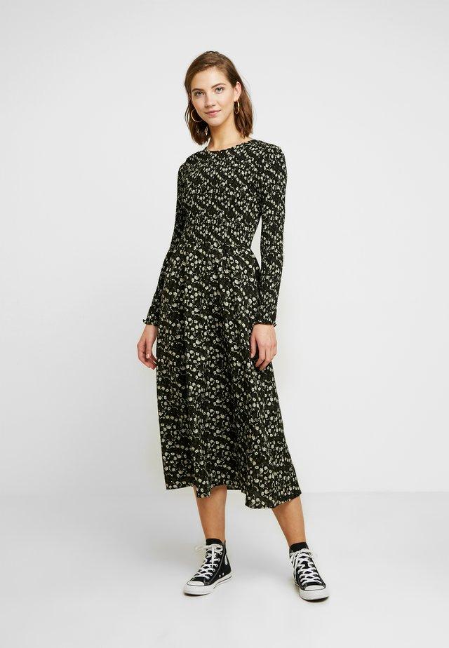 ENTEAK DRESS - Denní šaty - woodland bloom