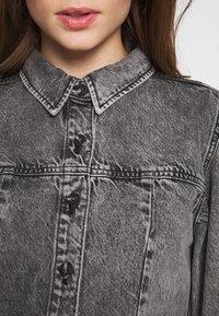 Envii - ENSPRUCE DRESS - Denimové šaty - black stone - 5