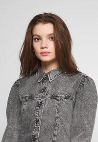 Envii - ENSPRUCE DRESS - Denimové šaty - black stone - 3
