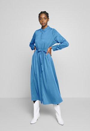 DATE DRESS - Długa sukienka - regatta