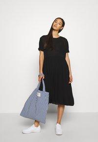 Envii - ENASTER DRESS  - Denní šaty - black - 1