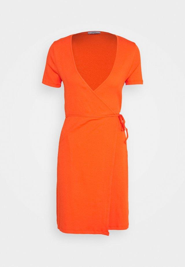 ENALLY DRESS - Fodralklänning - flame