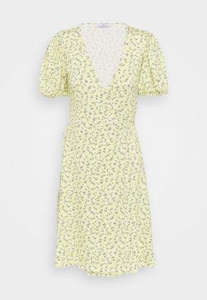 MANON DRESS - Žerzejové šaty - summer grass