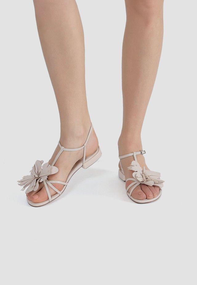 MIT RIEMCHEN - Sandals - hellbeige