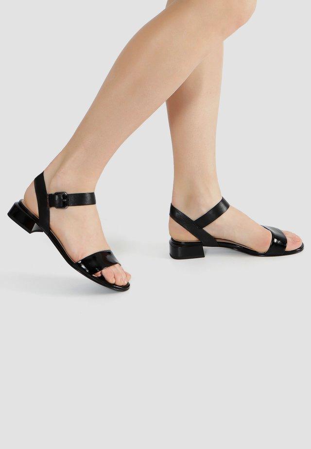 MIT BREITEM RIEMCHEN - Sandalen - schwarz