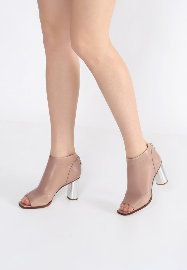 Ankle cuff sandals - beige