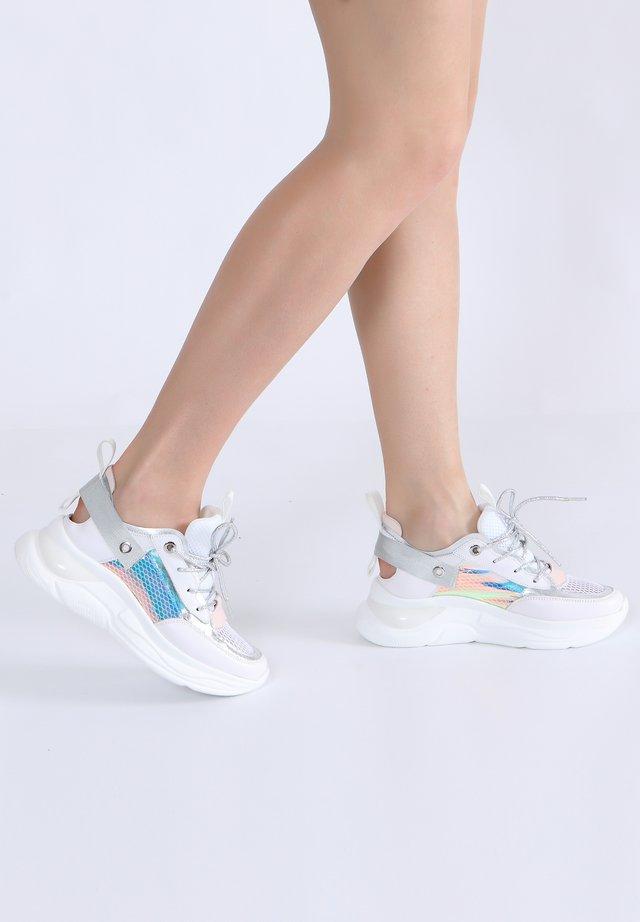 MIT SCHNÜRUNG - Skateschoenen - weiß-silbern