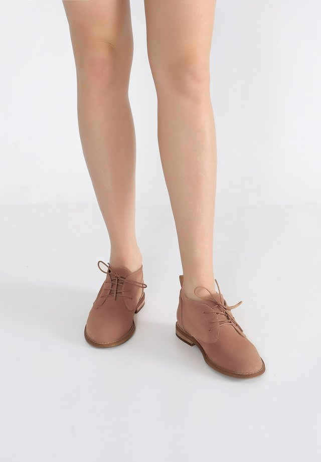 SCHNÜRUNG - Casual lace-ups - nut