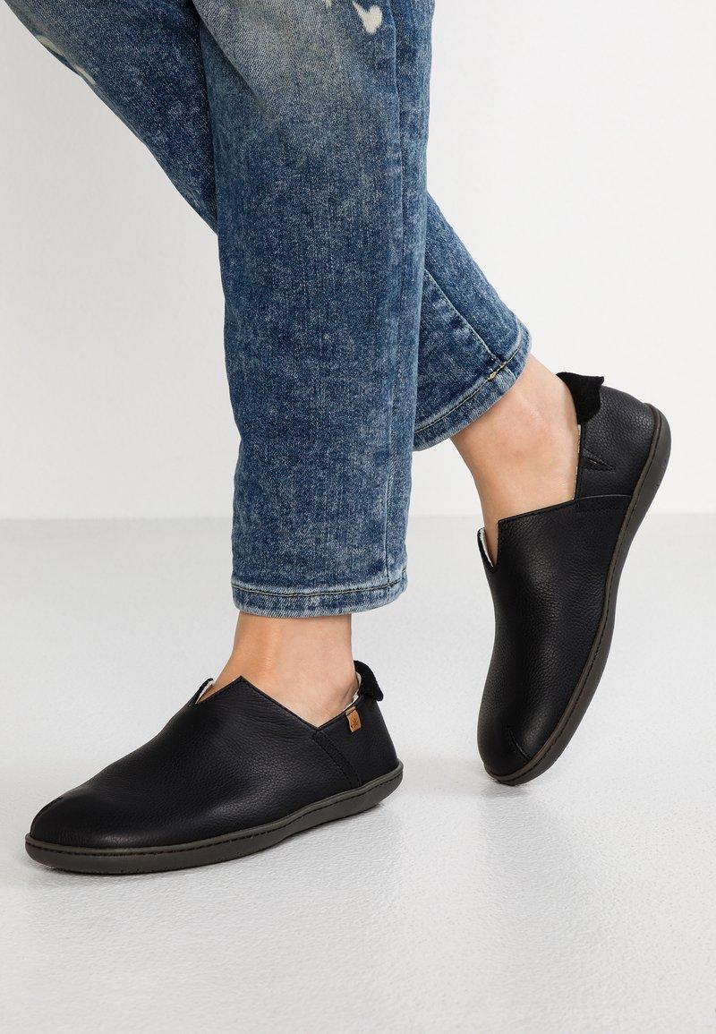 El Naturalista - EL VIAJERO - Scarpe senza lacci - black