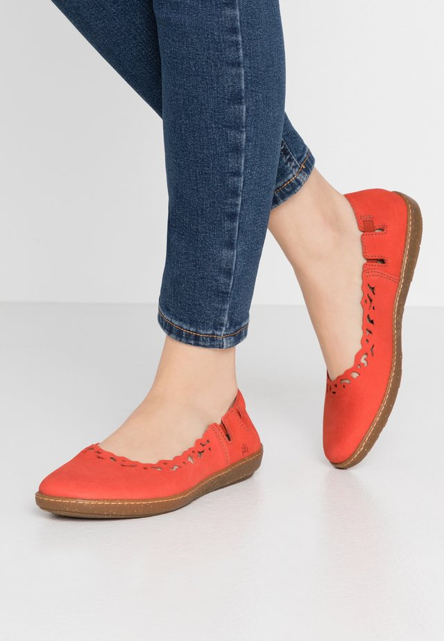 CORAL - Foldable ballet pumps - coral