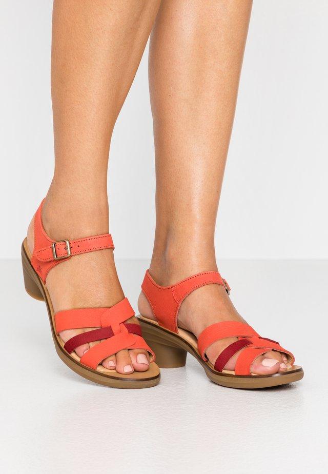 AQUA - Sandals - coral