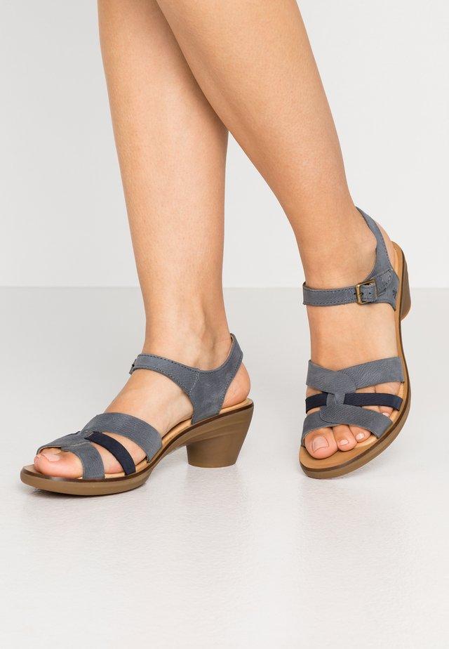 AQUA - Sandals - vaquero