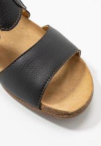 El Naturalista - WAKATAUA VEGAN - Sandals - black rugged - 2