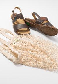 El Naturalista - WAKATAUA VEGAN - Sandals - brown - 7