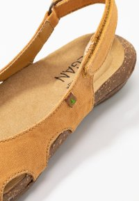 El Naturalista - WAKATAUA VEGAN - Slingback ballet pumps - curry - 2