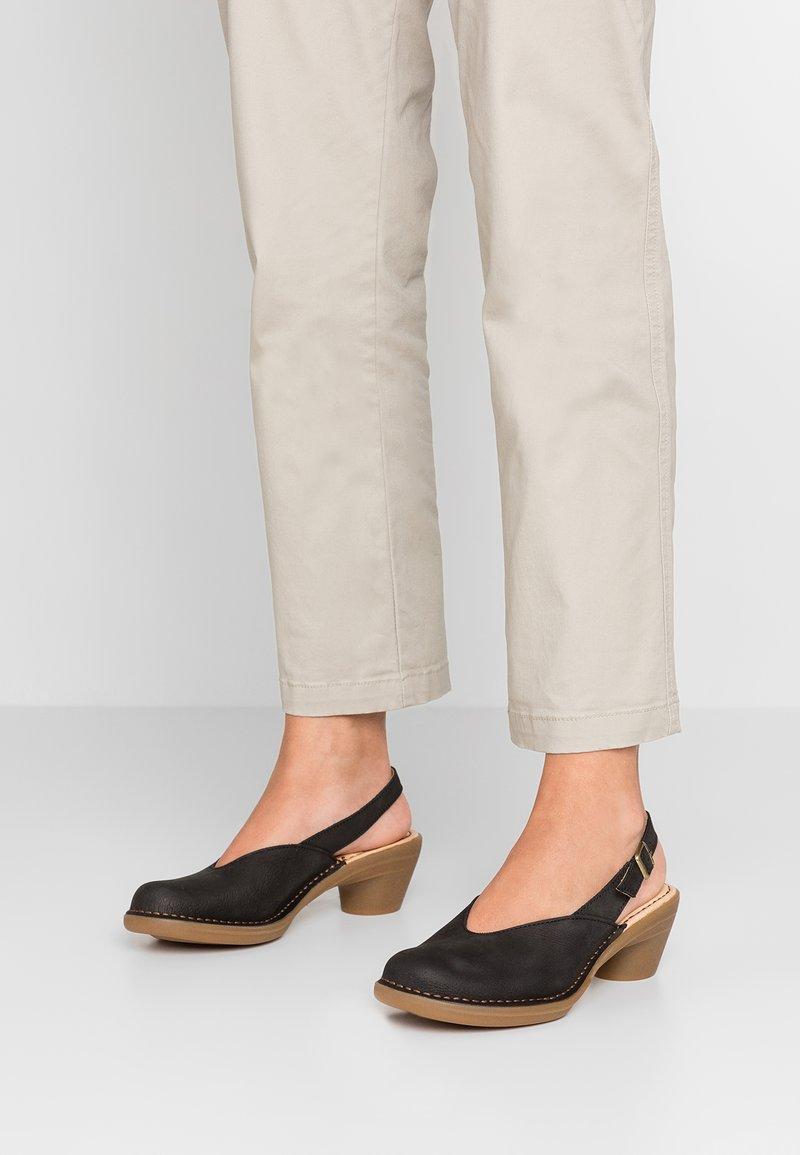 El Naturalista - AQUA - Classic heels - black