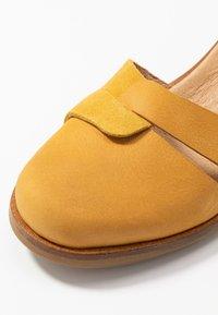 El Naturalista - AQUA - Classic heels - curry - 2