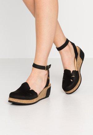 LEAVES - Platform heels - black