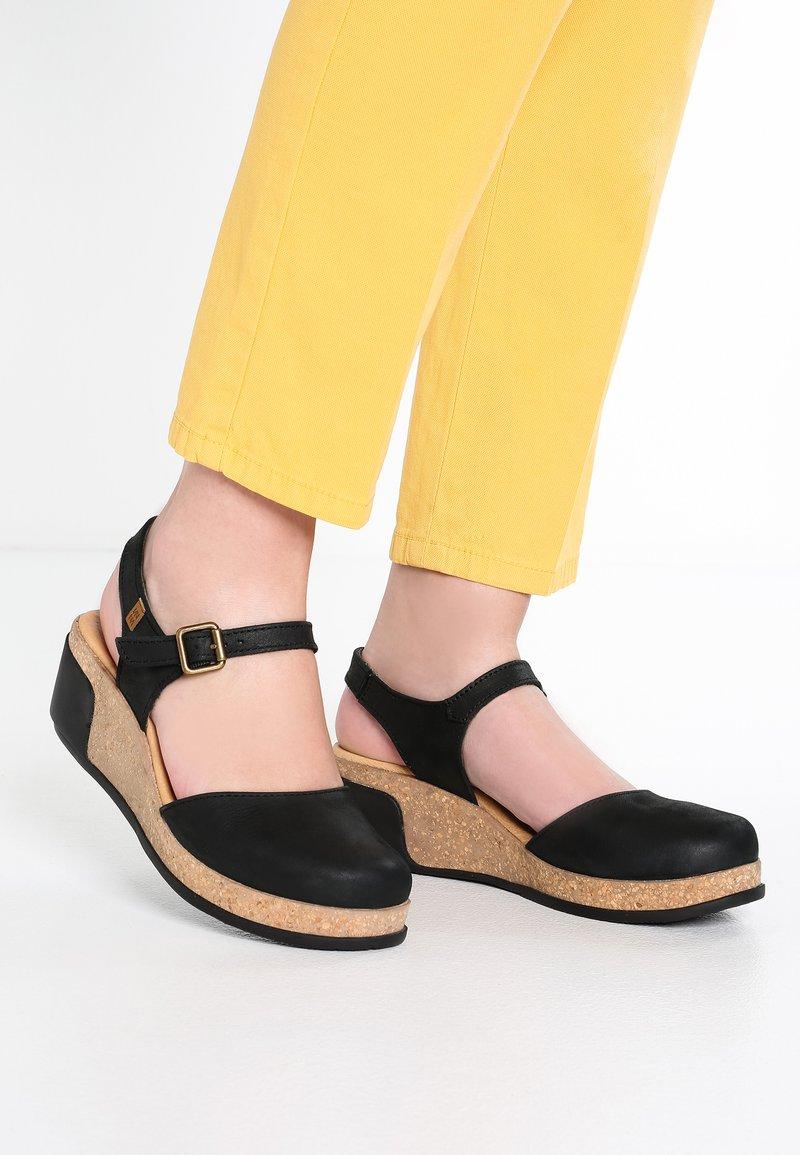 El Naturalista - LEAVES - Platform heels - black