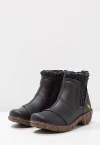 El Naturalista - YGGDRASIL - Classic ankle boots - black - 3