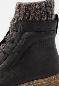 El Naturalista - NIDO - Šněrovací kotníkové boty - black - 2