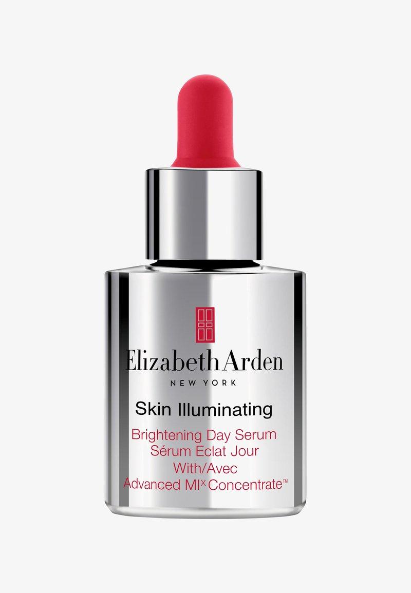 Elizabeth Arden - SKIN ILLUMINATING ADVANCED BRIGHTENING DAY SERUM - Serum - -