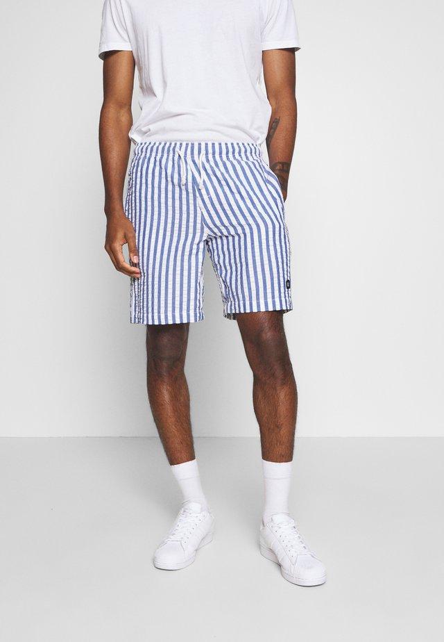 CHILLIN - Shorts - blue