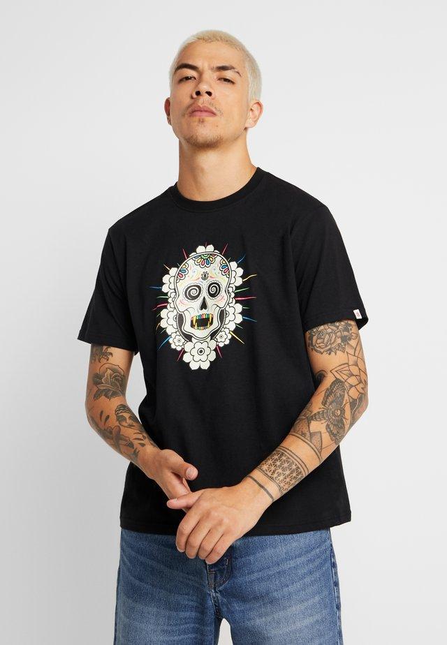 CATACLYSM  - T-shirts med print - flint black