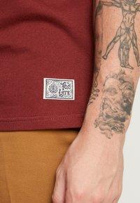 Element - TOO LATE STUMP - T-Shirt print - port - 3