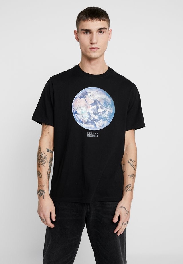 NATIONAL GEOGRAPHIC EARTH - T-shirts med print - flint black