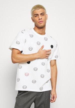 CALVIN - T-shirts med print - white
