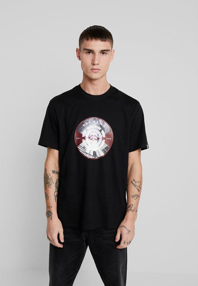 AIKEN - T-shirt z nadrukiem - flint black