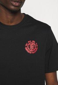 Element - MASTERS OF THE UNIVERSE  SKELETOR - T-shirts print - black - 5
