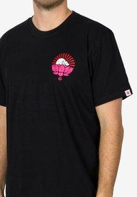 Element - MEGUMI - Print T-shirt - black - 2