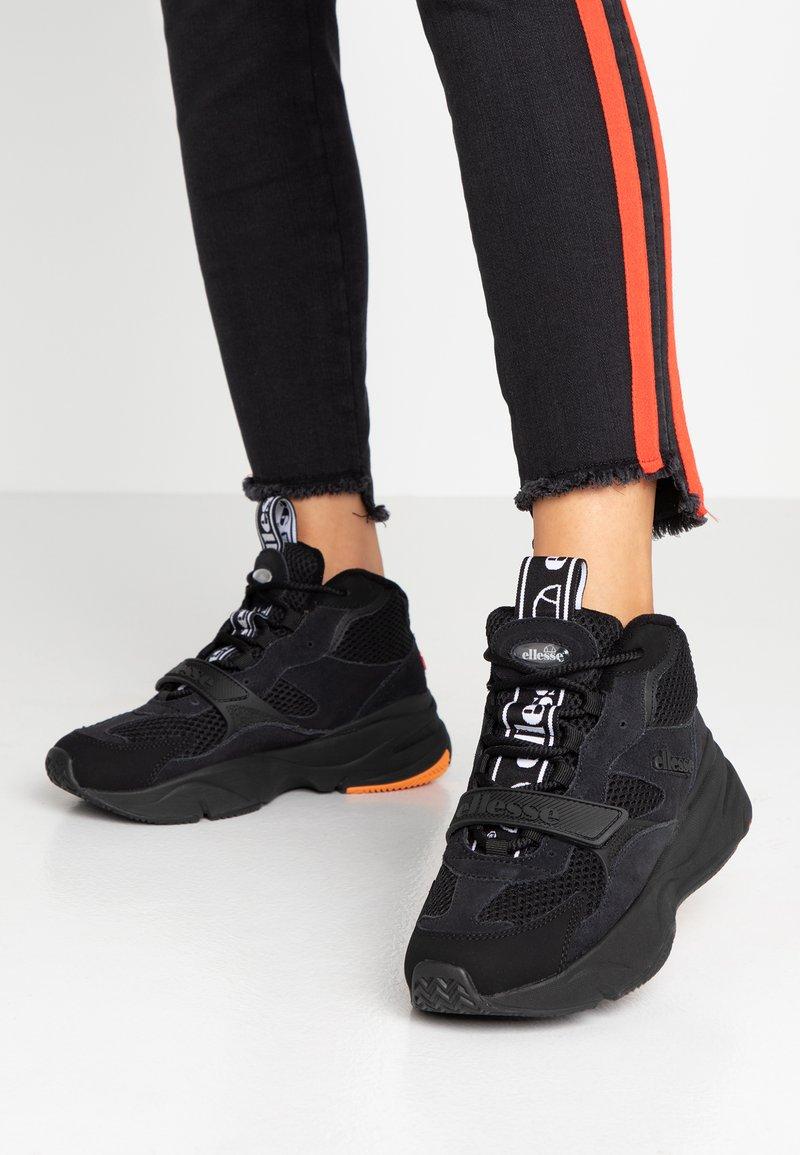 Ellesse - AURANO MID - Zapatillas altas - black