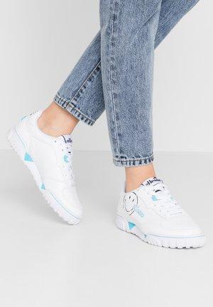 SMILEY X TANKER - Sneakersy niskie - white/silver/blue