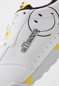 Ellesse - ELLESSE X SMILEY TANKER LO - Trainers - white/yellow - 6
