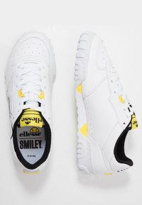 Ellesse - ELLESSE X SMILEY TANKER LO - Trainers - white/yellow - 1