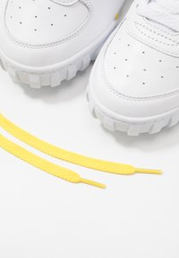 Ellesse - ELLESSE X SMILEY TANKER LO - Trainers - white/yellow - 5