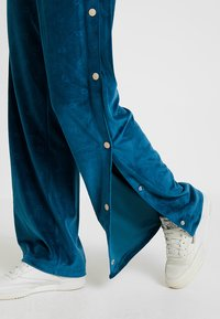 Ellesse - NARCISO - Teplákové kalhoty - teal - 3