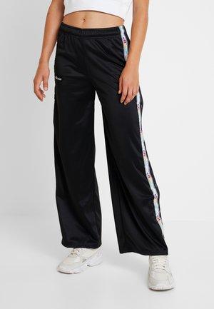 DEYSI - Pantalones deportivos - black