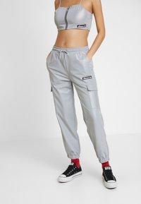 Ellesse - SCENA REFLECTIVE - Teplákové kalhoty - silver - 0