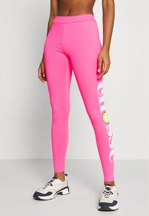 MULVIAN X SMILEY - Legíny - neon pink