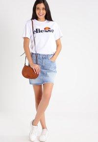 Ellesse - ALBANY - T-shirt print - optic white - 1