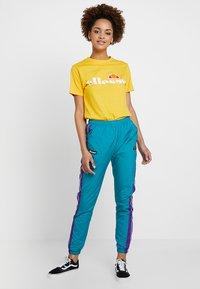 Ellesse - ALBANY - T-shirt print - yellow - 1