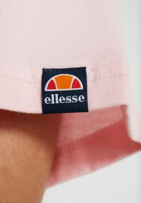 Ellesse - ALBANY - T-shirt con stampa - light pink - 5