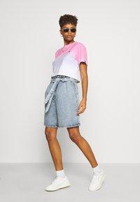 Ellesse - RERTA FADE - T-shirts med print - pink - 1