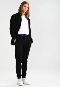 Ellesse - OVEST - Pantalon de survêtement - anthracite - 1